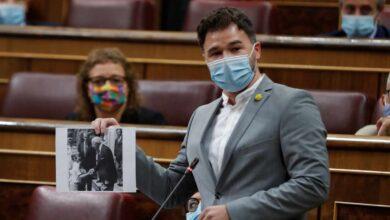 """Rufián saca una foto del Rey con Franco: """"Es el diputado 53 de Vox"""""""