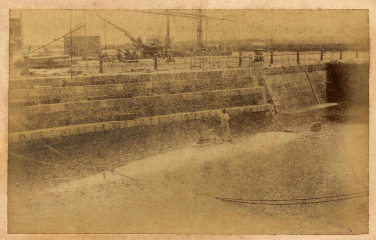 Imagen histórica del sumergible de Peral. Foto de 'La ilustración Española', Biblioteca Nacional.