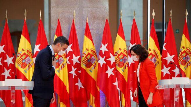 Pedro Sánchez e Isabel Díaz Ayuso, durante su comparecencia.