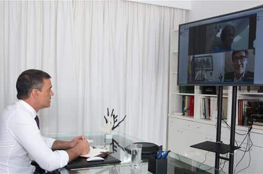Pedro Sánchez, el pasado verano en una videoconferencia durante su estancia en La Mareta.