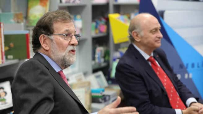 Mariano Rajoy y Fernández Díaz, en la presentación del libro de memorias de éste en 2019.