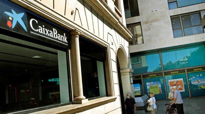 CaixaBank reduce la propuesta de despidos del ERE a 7.400