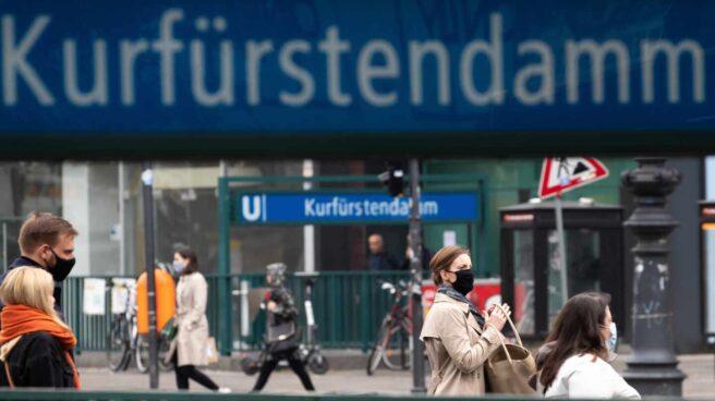 Gente paseando en Berlín.
