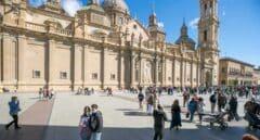 Ambiente en la Plaza del Pilar de Zaragoza durante el 12 de octubre.