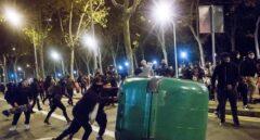 Disturbios en Barcelona durante la protesta contra el toque de queda