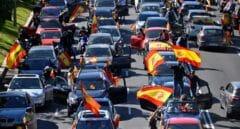 Miles de madrileños colapsan la Castellana para pedir la dimisión de Sánchez