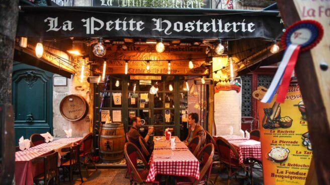 Una terraza de un restaurante en París (Francia).