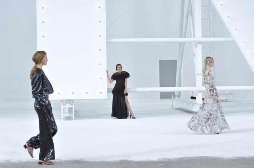 Las modelos posan en el Grand Palais