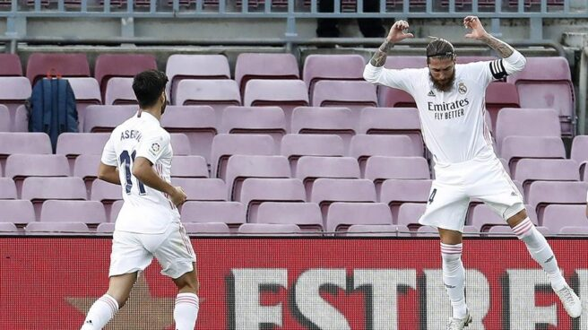Sergio Ramos celebra el 1-2 en el Camp Nou.