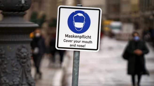 Señal de mascarilla obligatoria en Munich (Alemania).