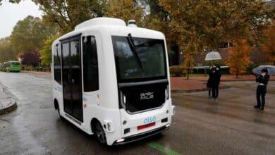 El primer autobús sin conductor de España se choca en su día de prueba