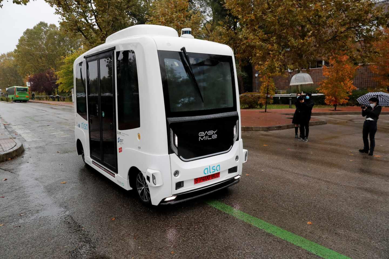 Autobús sin conductor para el transporte universitario.