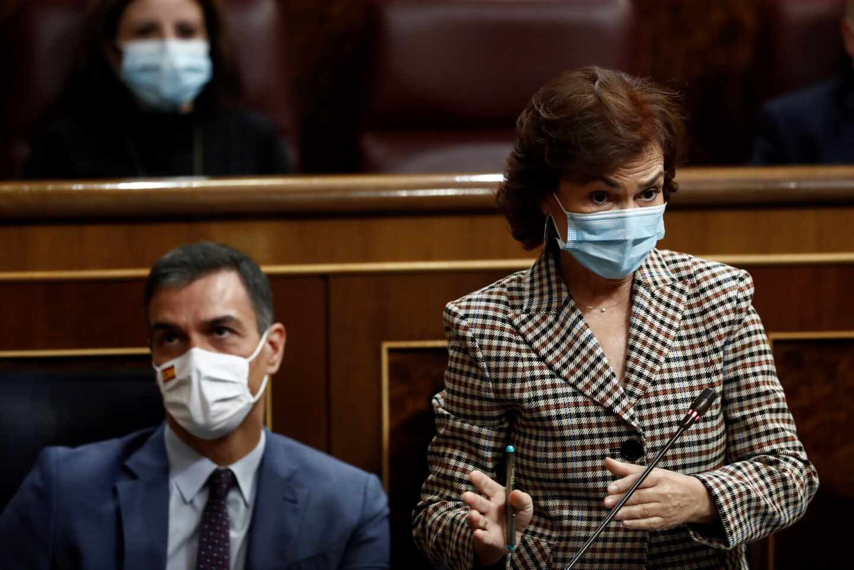 La vicepresidenta Primera del Gobierno, Carmen Calvo, interviene en el Congreso.