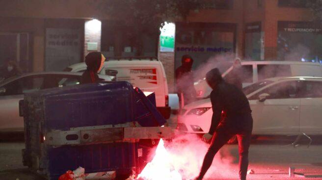 Disturbios en el barrio de Gamonal (Burgos) en el inicio del toque de queda.