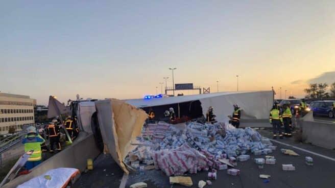 accidente-camion-carga-desparramada-m-50