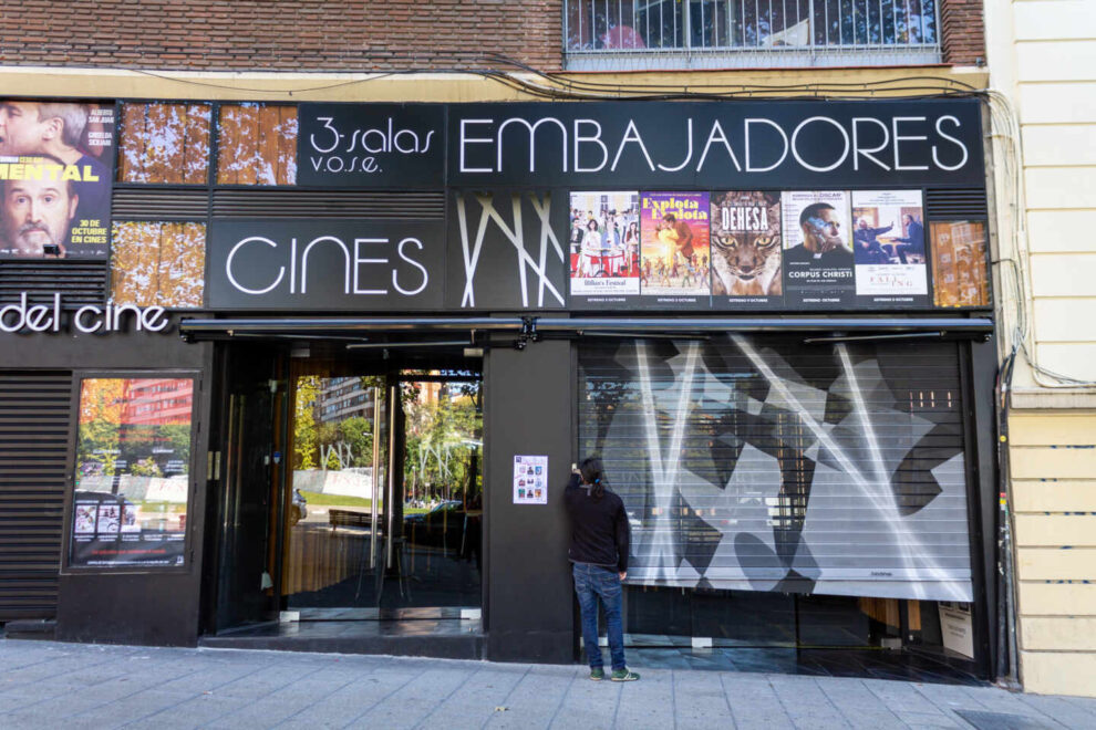 Los Cines Embajadores, en la Glorieta de Santa María de la Cabeza.