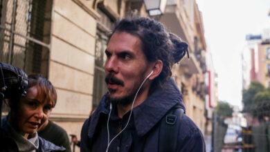 La Fiscalía pide 6 meses de prisión para el secretario de Organización de Podemos por dar una patada a un policía