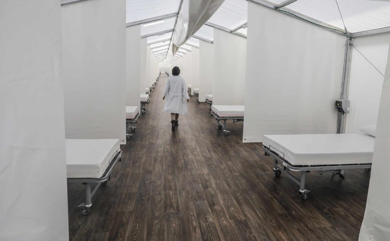 'Hospital de campaña' construido junto al Hospital La Fe en Valencia
