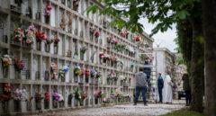 Ni honrar a los muertos: visitas a tumbas con cita previa y aforo en el cementerio