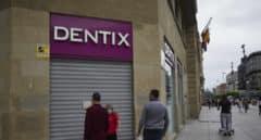 """El escándalo del cierre de Dentix: """"Estoy sin dinero y sin dientes"""""""