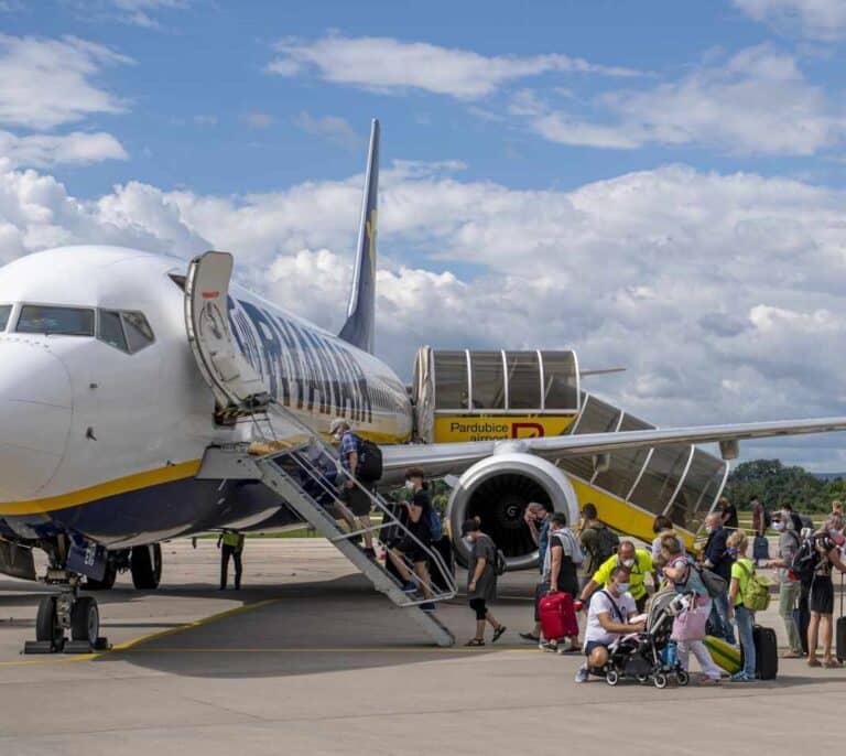 Ryanair reduce al 40% su programación hasta marzo de 2021 y anuncia más despidos