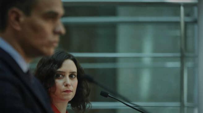 El presidente del Gobierno, Pedro Sánchez, junto a la presidenta de la Comunidad de Madrid, Isabel Díaz Ayuso.