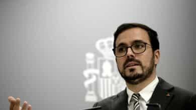 Garzón avisa a 25 clubes que deben cesar en la publicidad de apuestas