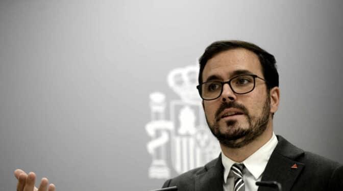 """Garzón, el """"desgaste"""" del Gobierno y las miserias de la izquierda al estilo 'La vida de Bryan'"""