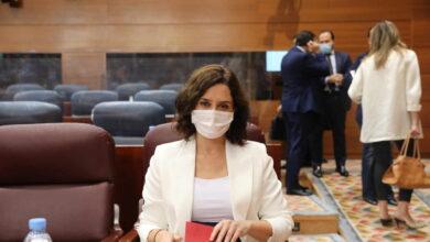 Ayuso pactará con el Gobierno nuevas restricciones y pide a los ciudadanos que no salgan de Madrid
