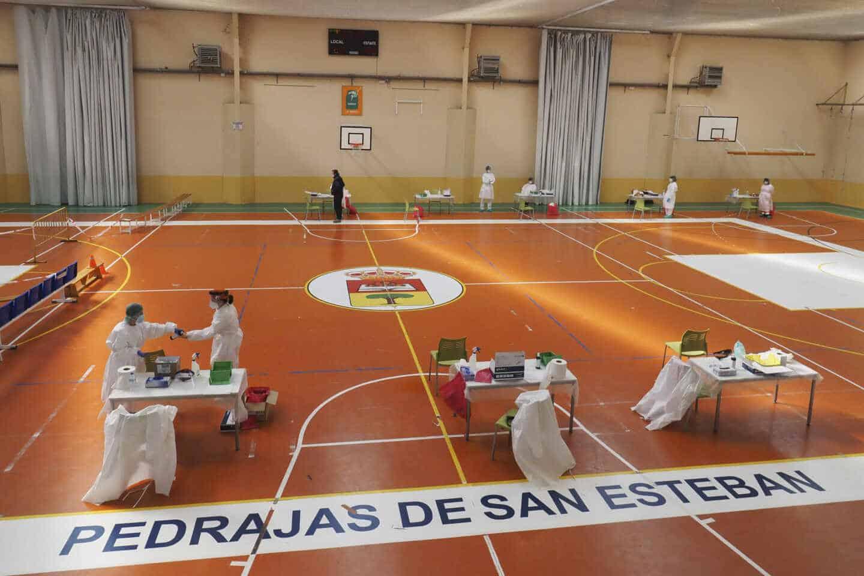 Test de antígenos a los vecinos de Pedrajas de San Esteban (Valladolid).