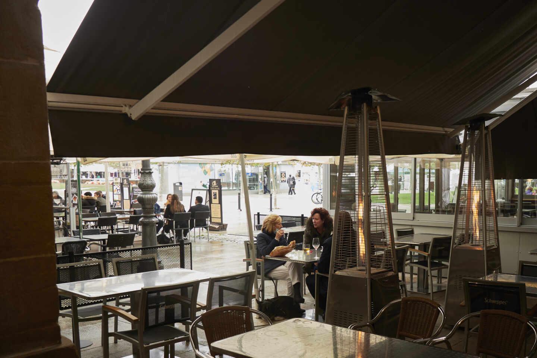 Terraza con estufas en Pamplona.