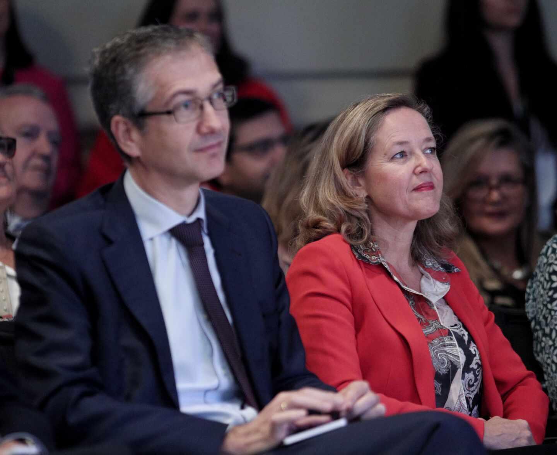 El gobernador del Banco de España, Pablo Hernández de Cos y la vicepresidenta de Asuntos Económicos, Nadia Calviño, en una imagen de archivo.