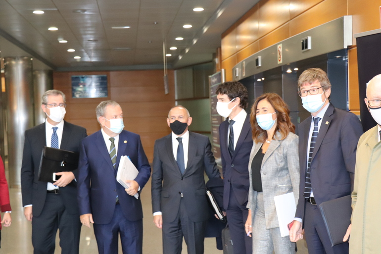 El consejero Pedro Azpiazu, junto a los diputados forales, al inicio del Consejo Vasco de Finanzas.