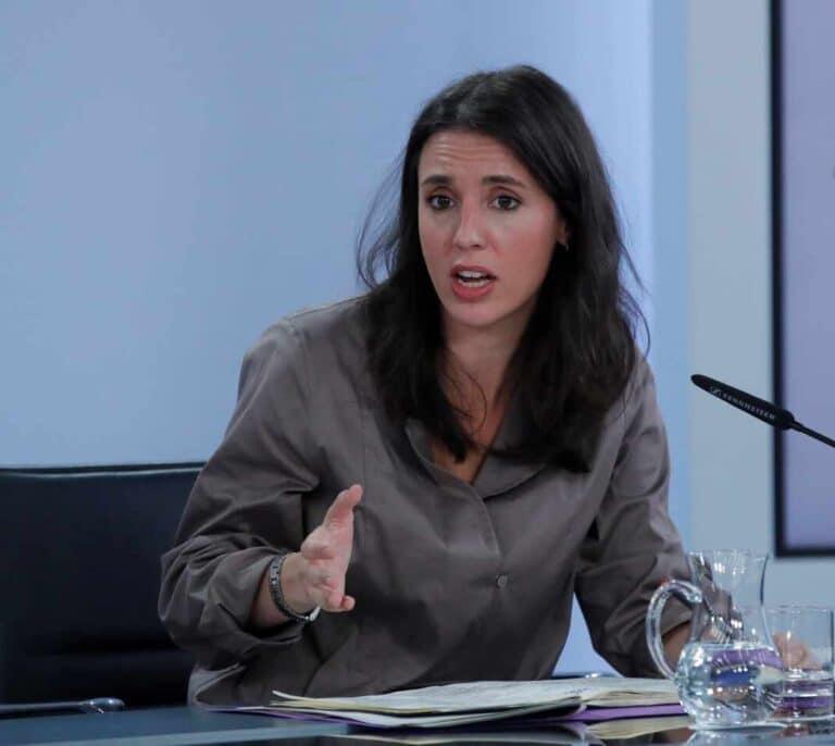 """Irene Montero defiende ampliar las bajas por nacimiento de hijos como """"mínimo"""" a seis meses para los progenitores"""