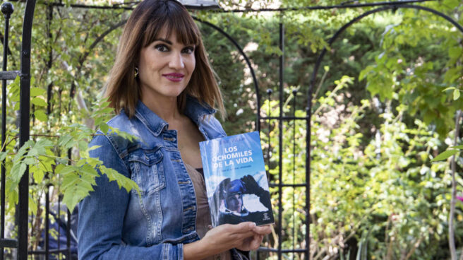 Irene Villa atiende a El Independiente en el jardín de su casa