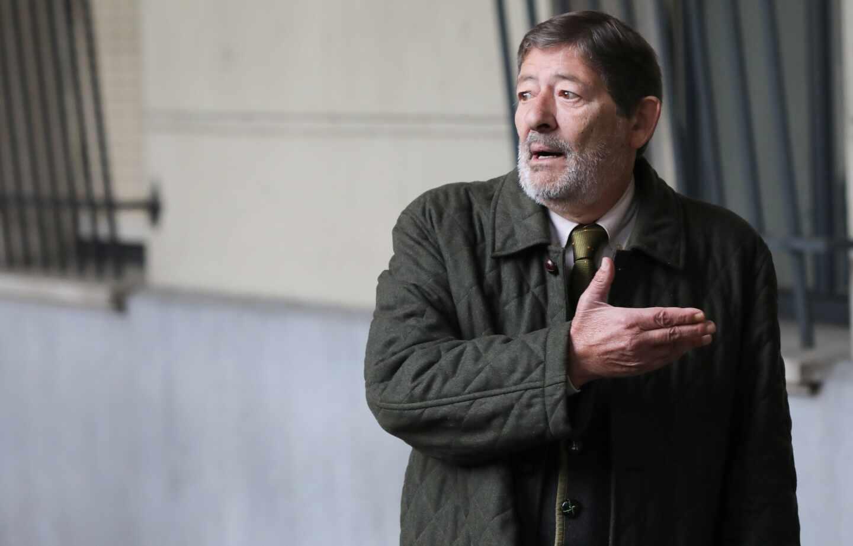 Javier Guerrero, ex director general de Trabajo de la Junta de Andalucía, a las puertas de la Audiencia de Sevilla.