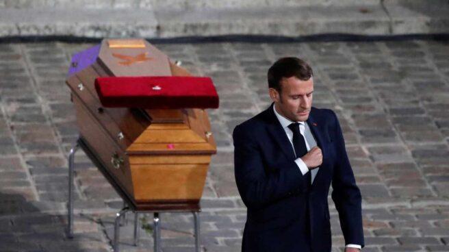 Macron-homenaje-profesor