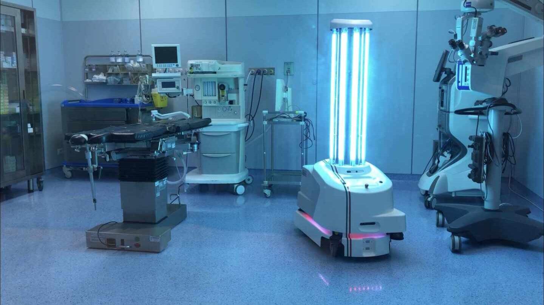 Imagen del robot ultravioleta en un hospital de Italia