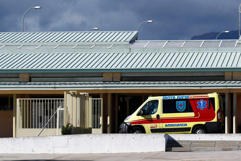 Una ambulancia, a las puertas de la cárcel de Soto del Real (Madrid).