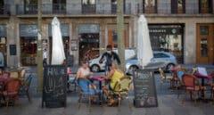 Cataluña amplía el horario de bares y permitirá reuniones de hasta 10 personas
