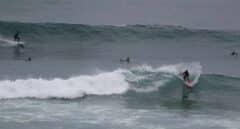 Viento y mala mar, con olas de hasta 6 metros, ponen en alerta a 9 comunidades