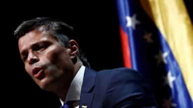 Podemos hace la vista gorda con Leopoldo López igual que el PSOE con los ataques al Rey