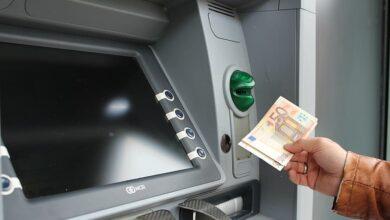 El uso de los cajeros automáticos se hunde un 20% y las compras con tarjeta suben un 15%