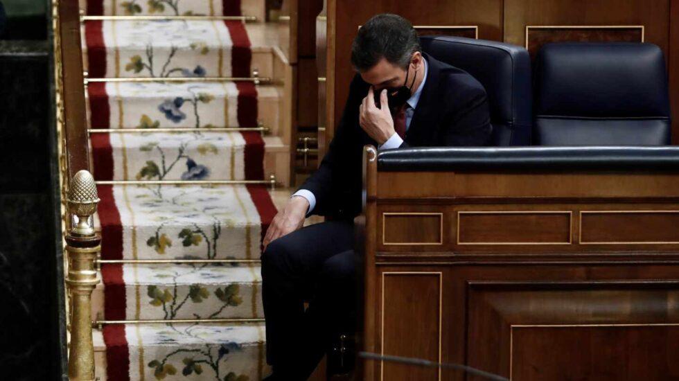 El presidente del Gobierno, Pedro Sánchez, durante el discurso de Santiago Abascal