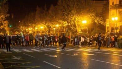 Disturbios en Logroño: los radicales asaltan una tienda Lacoste y lanzan piedras contra la Policía