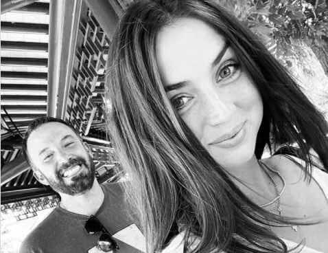 Ana de Armas y Ben Affleck en Instagram.