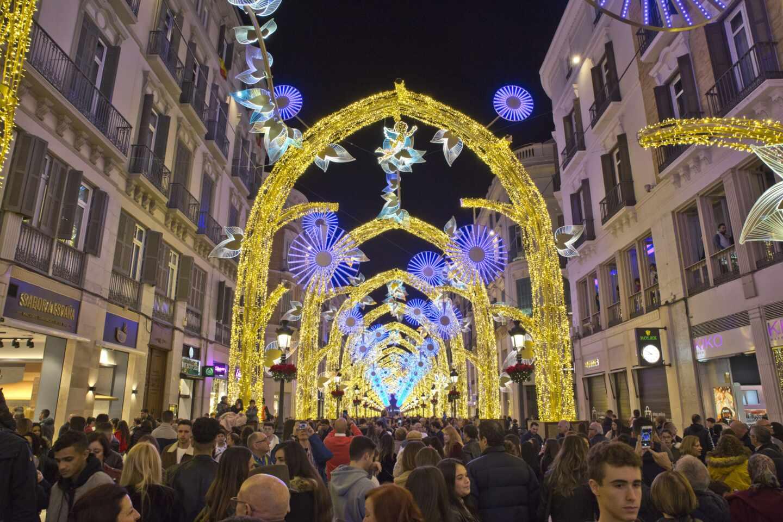 Montaje de luces realizado por Ximénez Group en la malagueña calle Larios en una imagen de archivo.
