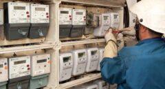 Las grandes eléctricas pierden 900.000 clientes en cinco años pero aún controlan el 90% del negocio
