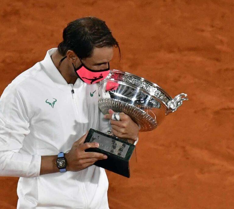 Nadal aplasta a Djokovic en Roland Garros e iguala los 20 grandes de Federer