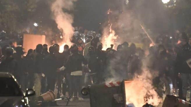 Choques entre manifestantes y Policía durante la manifestación de Nápoles contra el toque de queda.